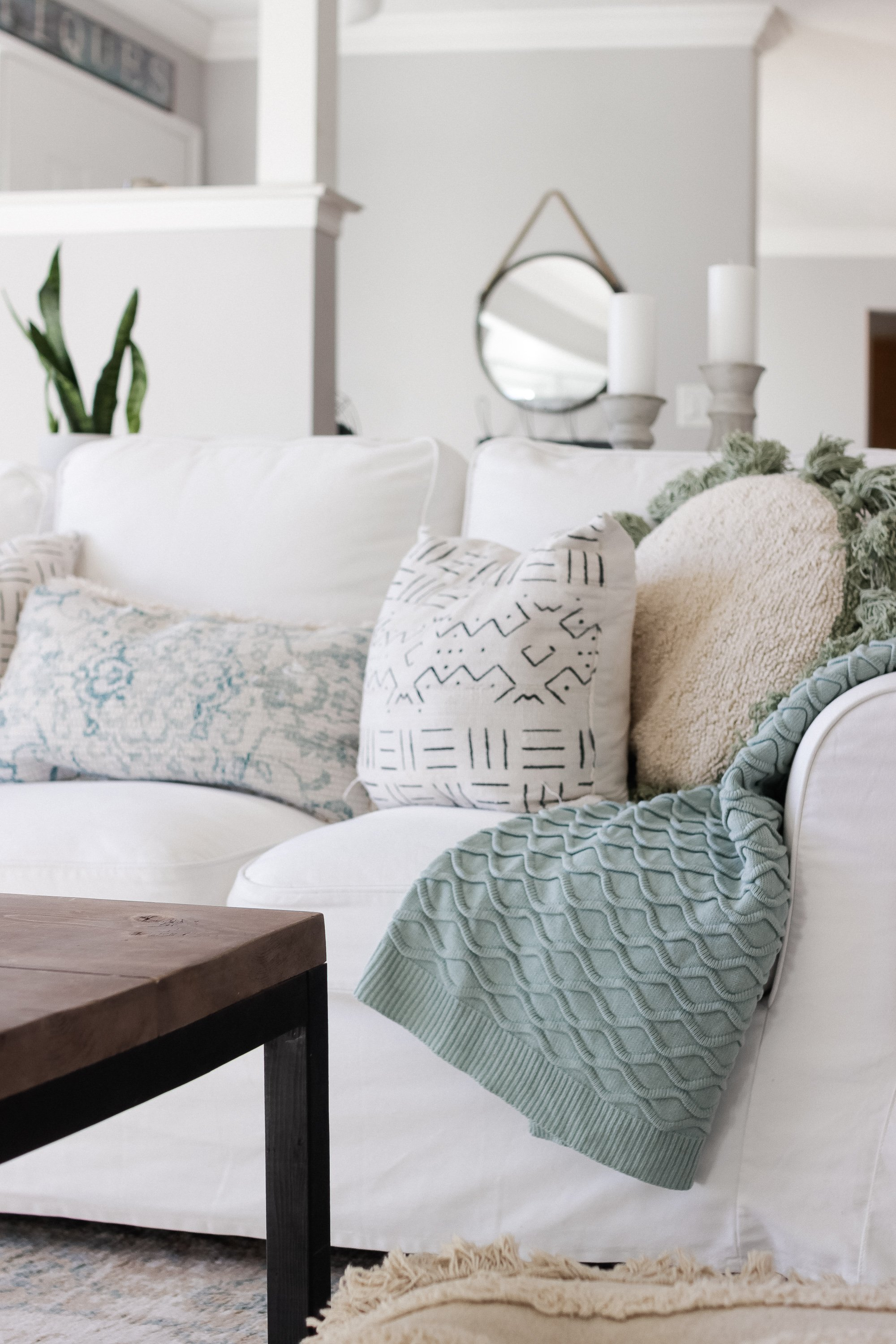 Living Room with Bohemian Vibes. Our simple and inexpensive modern farmhouse bohemian