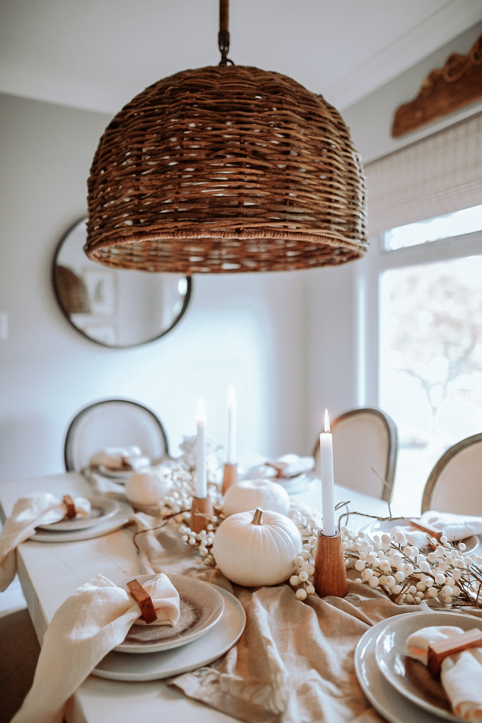 Entertaining At Thanksgiving. My minimal and cozy take on Thanksgiving and Fall Decor. Super Easy Colours and Textiles to Infuse into your space to make it more cozy