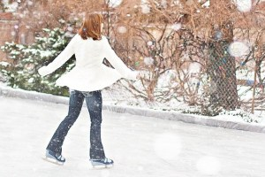 Ice Skating. 10 Winter things that make me Happy. What makes you happy in winter? #winterfun #Christmas #happydays