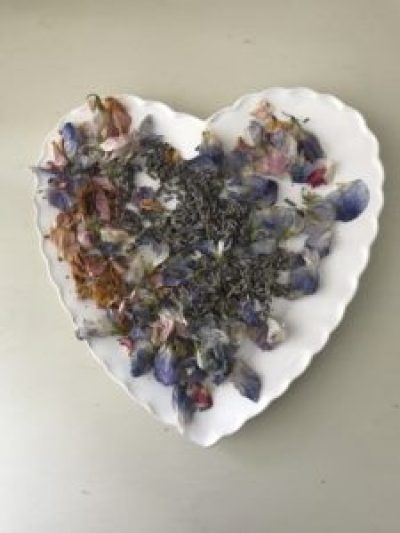 summer petals make potpourri e1504681660495 225x300 - The Rose - Vintage and Thrifty Styling for the Home