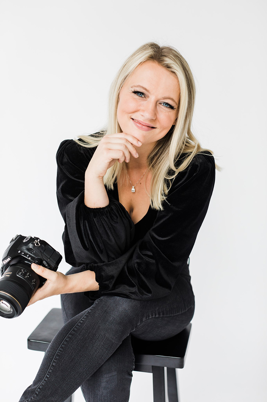 Commercial Photographer who specializes in beauty and product