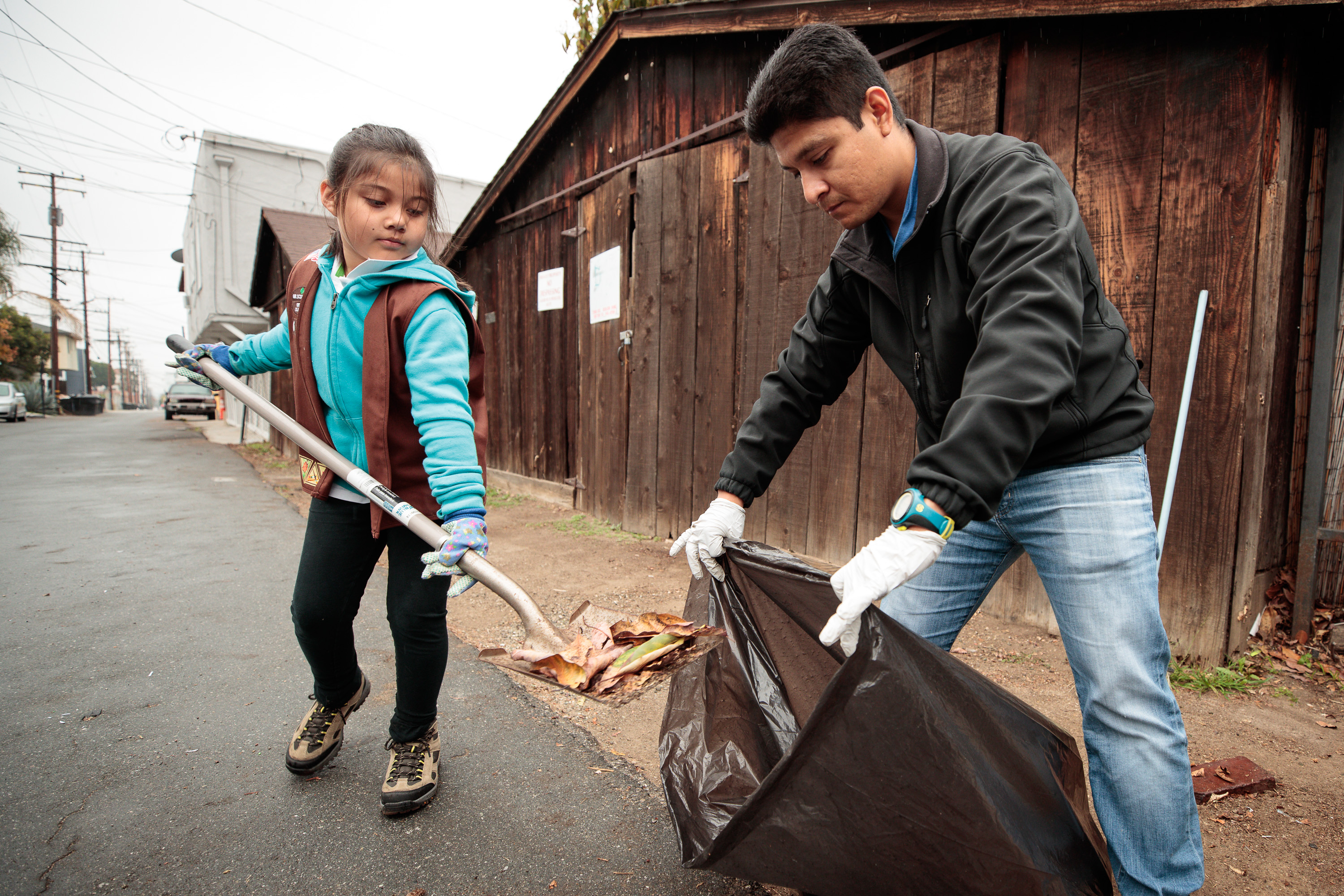 An Early Spring Cleaning: Whittier Residents, Merchants Hit The Alleys –  Whittier Daily News