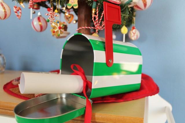 Santa Mailbox 01