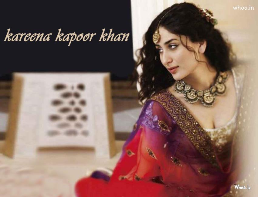 Kareena Kapoor Khan Hot Cleavage Wallpaper