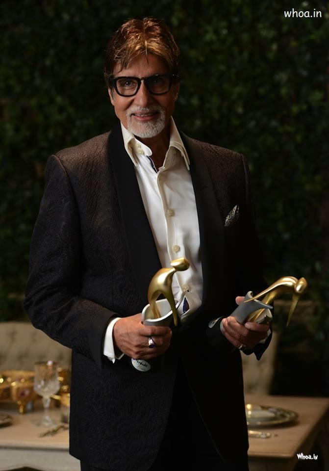 Happy Friendship Day 3d Wallpaper Amitabh Bachchan Black Suit With Film Awards Hd Images