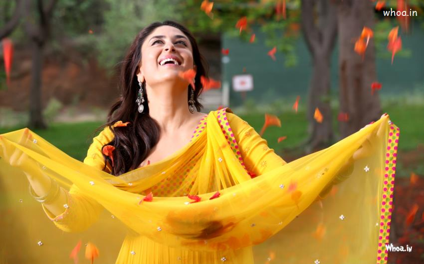 Happy Holi Hd Wallpapers With Quotes Kareena Kapoor Smiley Face With Yellow Salwar Hd Wallpaper