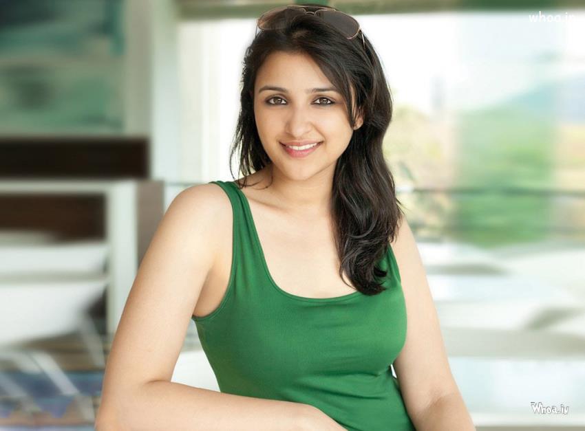 Cute Small Girl Wallpapers For Facebook Parineeti Chopra Green T Shirt With Face Closeup Hd Wallpaper