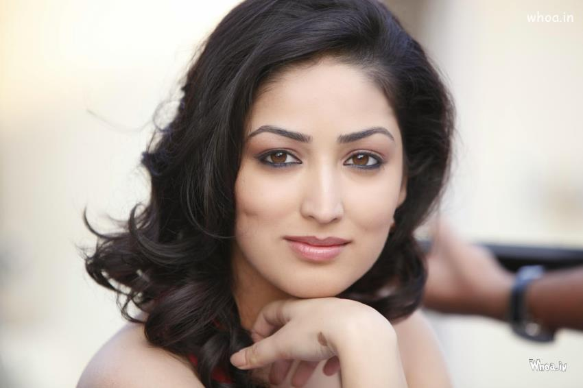 Katrina Kaif Cute Face Hd Wallpapers Yami Gautam Smile Face Closeup Hd Wallpaper