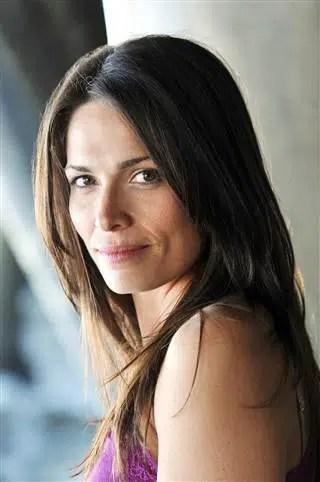 '7th Heaven' actress Sarah Goldberg dies in her sleep at 40 1