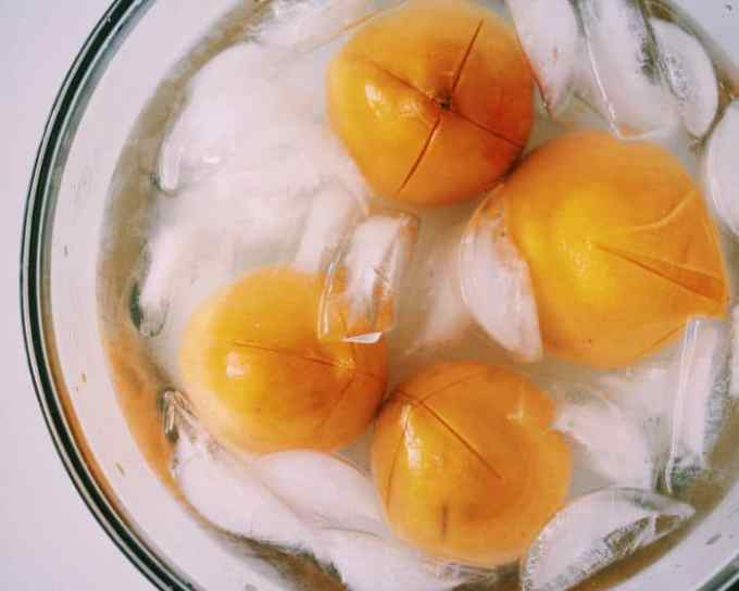 How to Perfectly Peel a Peach: pop it into the ice bath