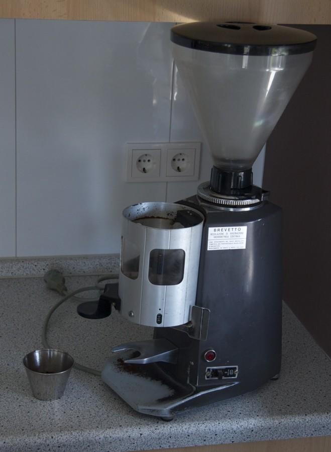 Astoria grinder, minus a doserlid