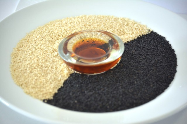 Use Sesame seeds and sesame oil in winter. Sesame seeds and oil benefits uses in Winter