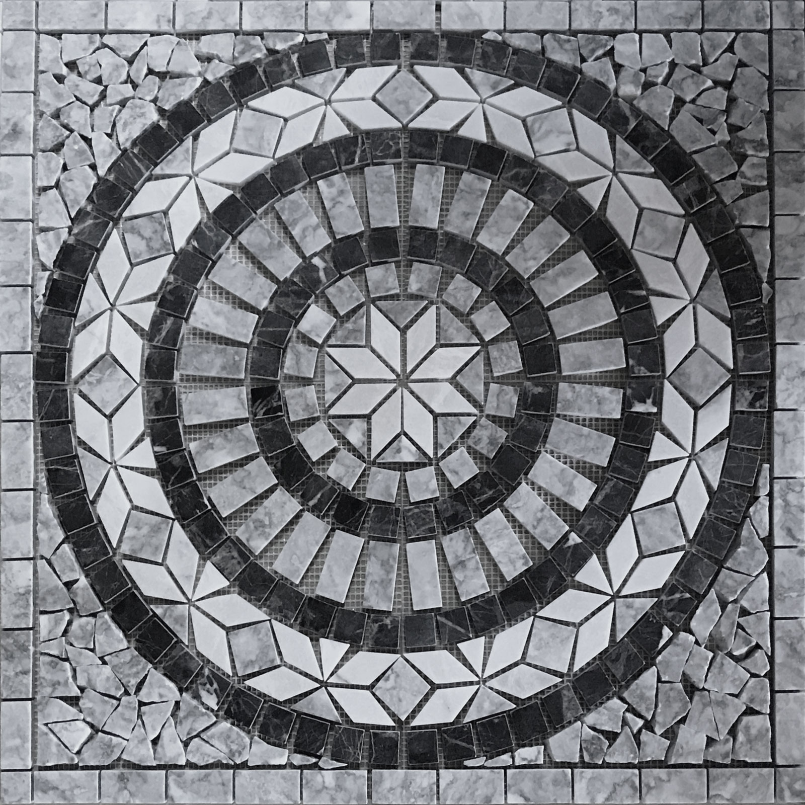 Medallion Mosaic 24  Bardiglio Tile