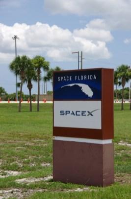 ほほー、こんなところにSpaceX社があったのね。