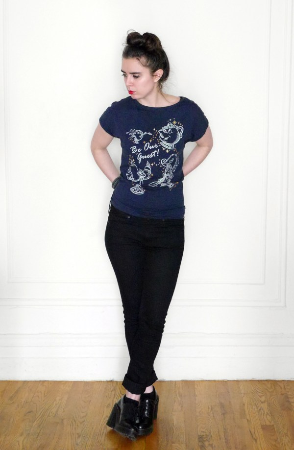 Trying new things - knotted tee look two. || WhoWearsWho.com