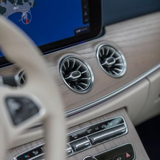 Mercedes-Benz E-Klasse Coupé, Press Test Drive Barcelona 2017, E 300 Coupe? aragonitsilber, Leder Nappa, macchiatobeige/yachtblau, AMG Line, * E 300 Coupe? Kraftstoffverbrauch kombiniert: 6,4 l/100 km, CO2-Emissionen kombiniert: 147 g/km. Mercedes-Benz E-Klasse Coupé, Press Test Drive Barcelona 2017, E 300 Coupe?, aragonite silver, Nappa leather macchiato beige/yacht blue, AMG Line, Fuel consumption combined: 6.4 l/100 km, Combined CO2 emissions: 147 g/km.