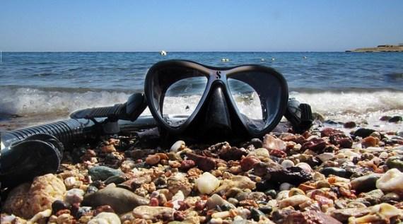 Mask and Snorkel via Pixabay