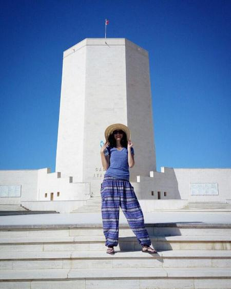 Our friend Zainab AbdulAziz in her sightseeing outfit
