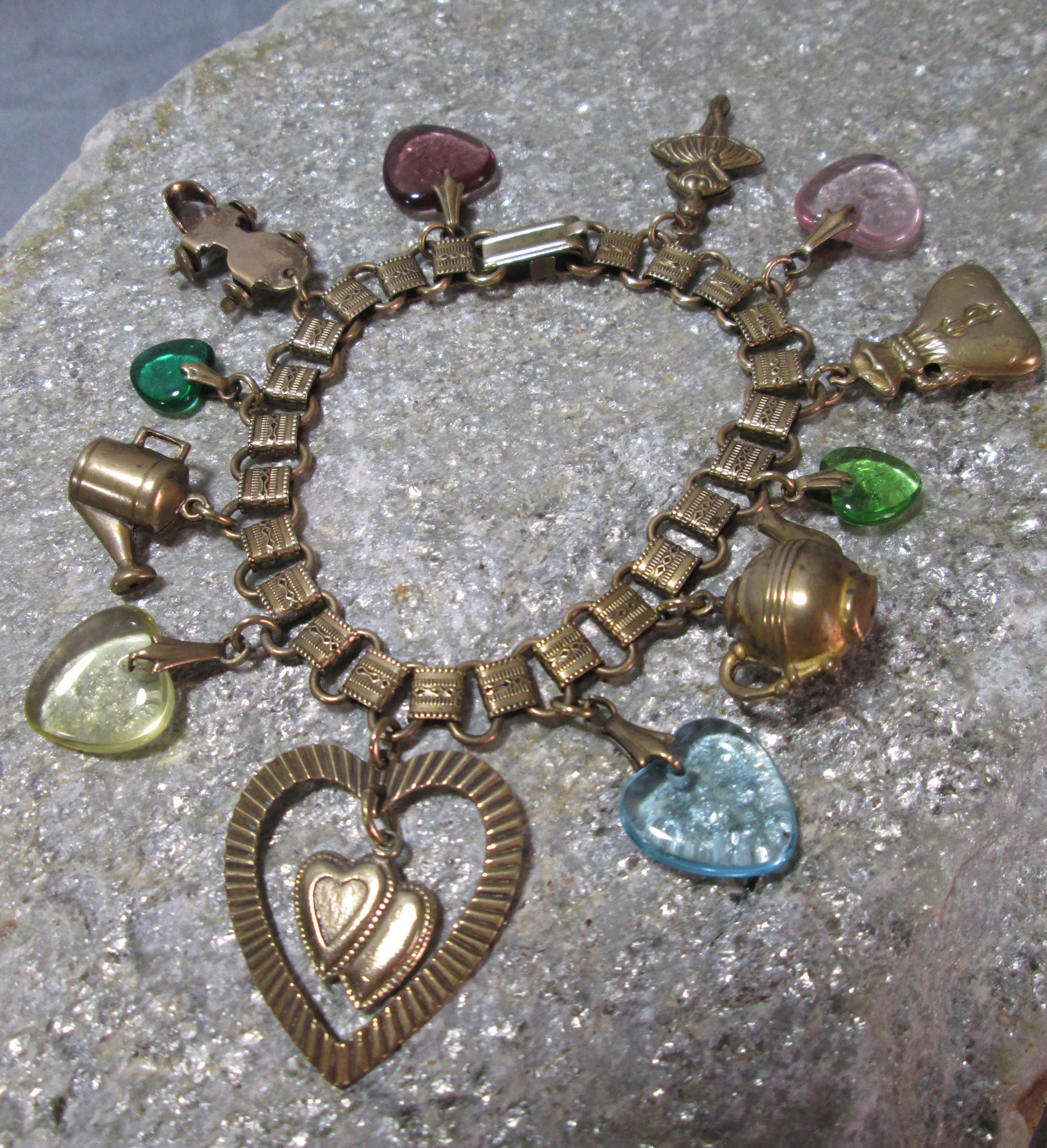 pididdly links brass and lucite charm bracelet