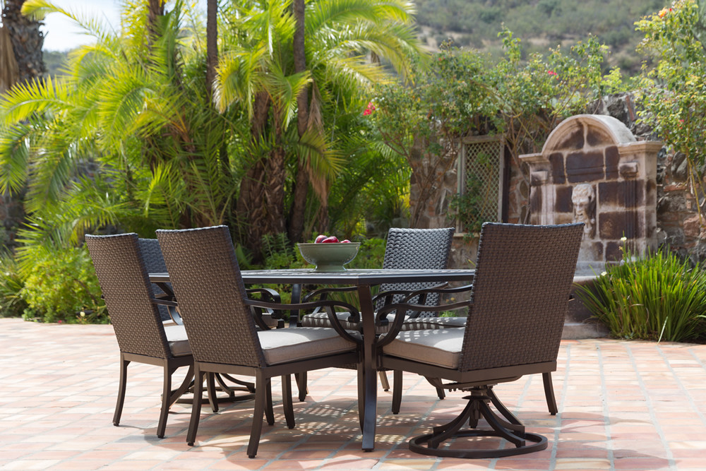 Sunvilla Somerset 7 Piece Wicker Dining Set  Traditional