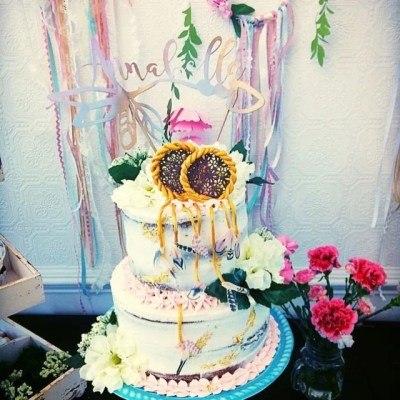 Wickstead's-Customer-Photo-of-our-Dessert-Blush-Feathers-on-Tiered-cake