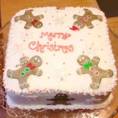 Wickstead's-Eat-Me-Customer's-Photos-Large-Gingerbread-Men-on-a-Christmas-Cake