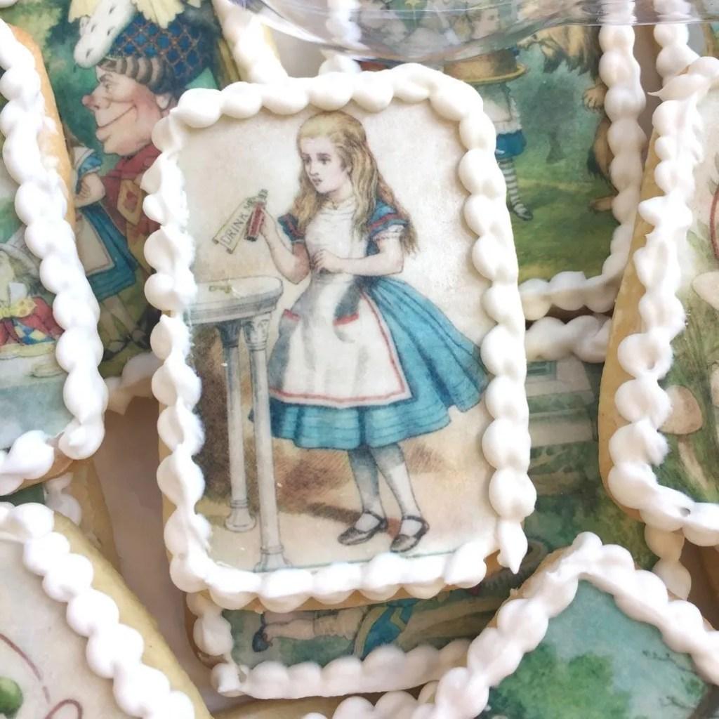 Wickstead's-Eat-Me-Edibles-Alice-in-Wonderland-Set-1-Med-Wafer-Paper-Rectangles-on-Biscuits-(2)