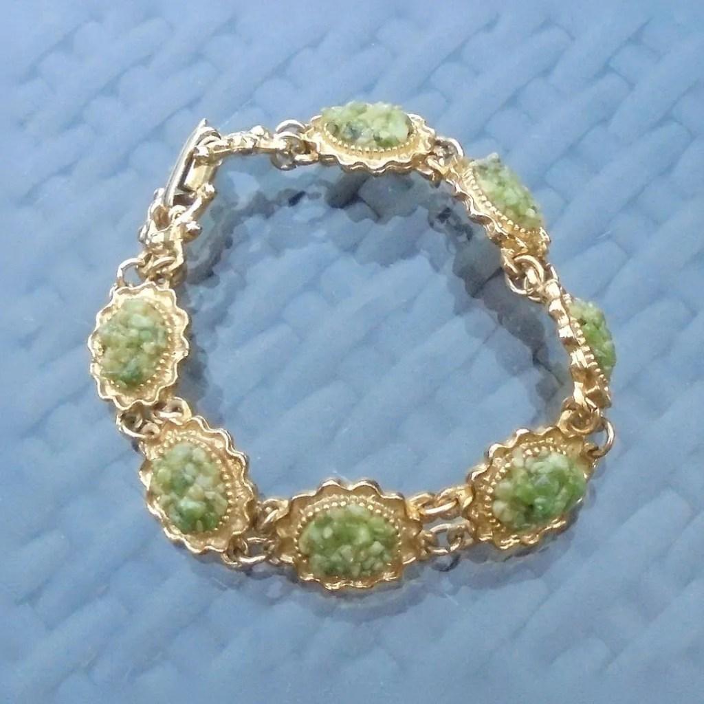 Wickstead's-Jewels-Treasures-Vintage-Costume-Jewellery-Bracelet-Green-Agate-Stone-Chips-Gold-Tone-(1)