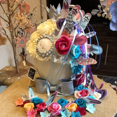 Wickstead's-Customer-Photo-of-our-Edible-Sherbet-Cloud-Feathers-on-Giant-Cupcake---UK---Feathers-looked-amazing-on-the-cake-many-thanks-x
