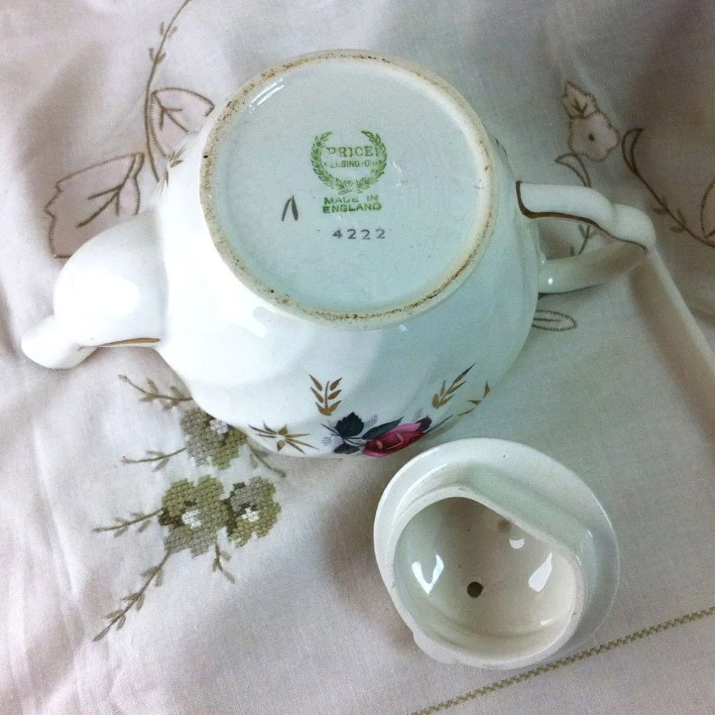 Wickstead's–Home-&-Living–Pink-Rose-Price-Kensignton-Pottery-Teapot-(3)