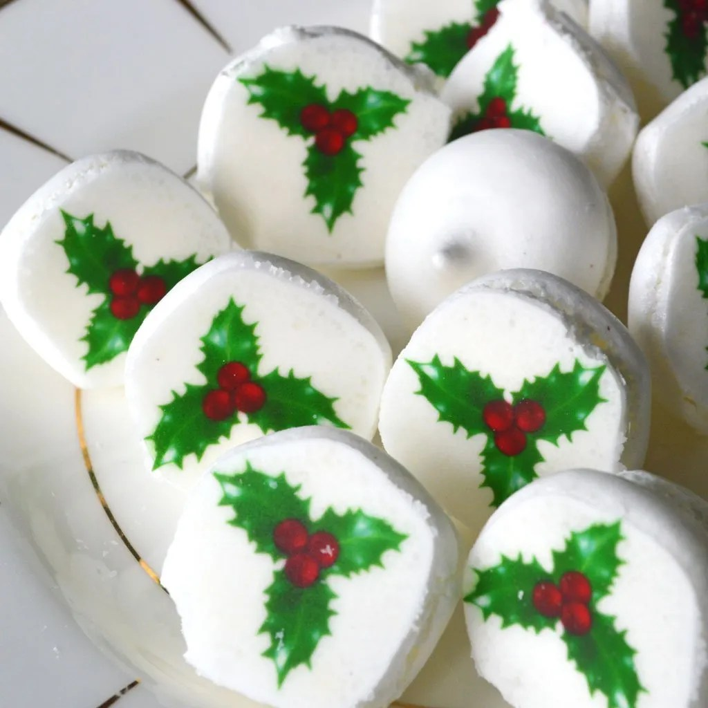 Wickstead's-Eat-Me-Edible-Meringue-Transfer-Sheets–Holly-&-Berries-Christmas-Designs-(2)