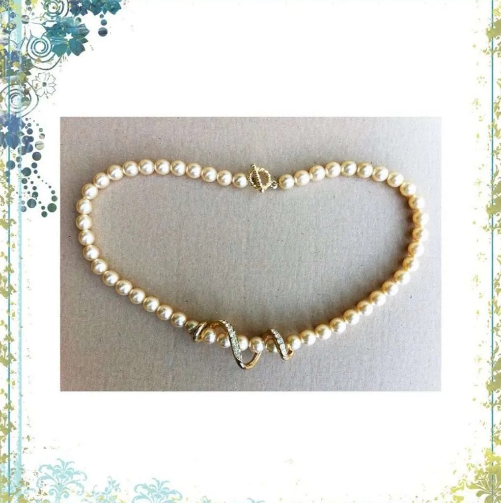 Faux Pearls Necklace 1