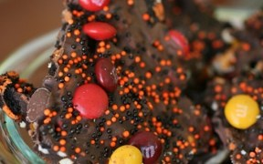 Barkin' Good M&M's Halloween Bark Recipe – #MMsGetCorny