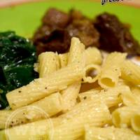 Easy Weeknight Meal Pasta Side - Roasted Garlic and Parmesan Pasta #PastaFits #MC #Sponsored