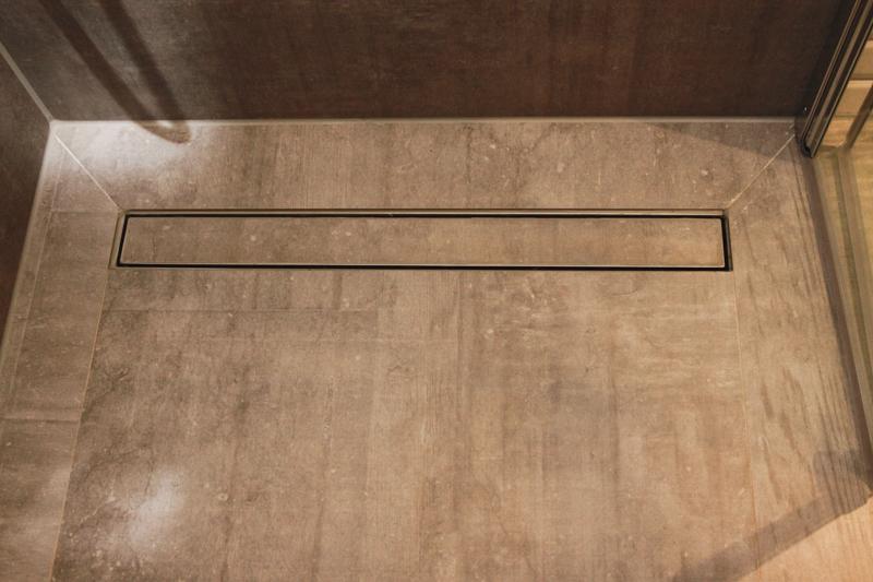 Badezimmer-Grau-Holzkonzept-3