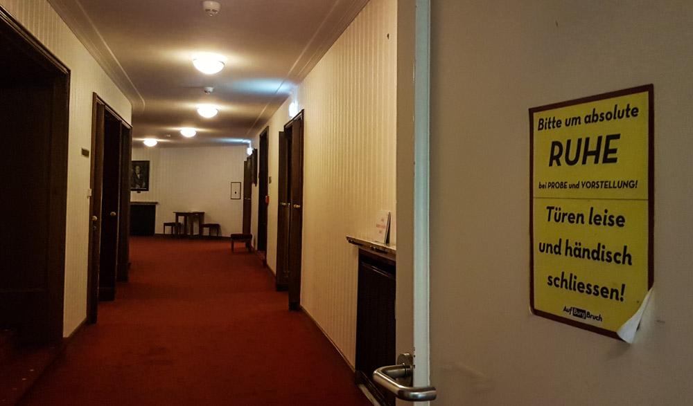 Burgtheater Wien: Meine Premiere am Schnürboden.