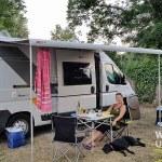 Camping mit Hund: 10 (ganz) ernst gemeinte Tipps und knallharte Facts.