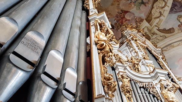 Die Orgel von vorne: Der Prospekt