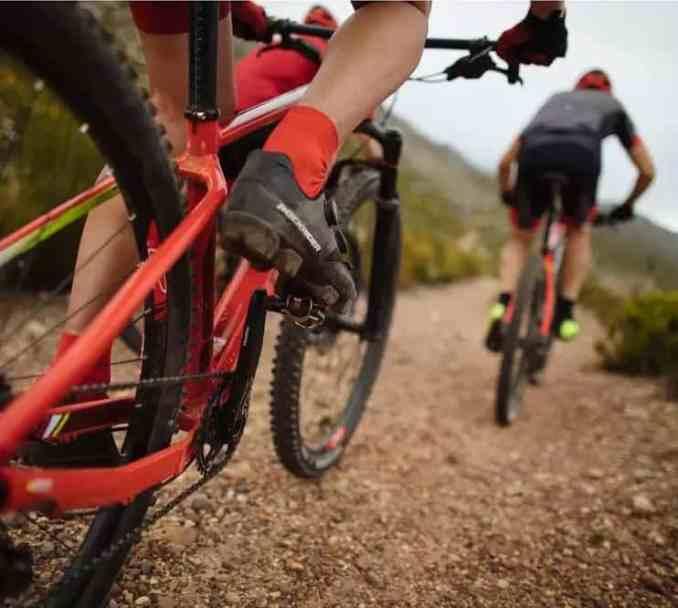wielrenschoenen-nl-rockrider-mtb-xc500- MTB-schoenen voor de gemiddelde vrouwelijke mountainbiker