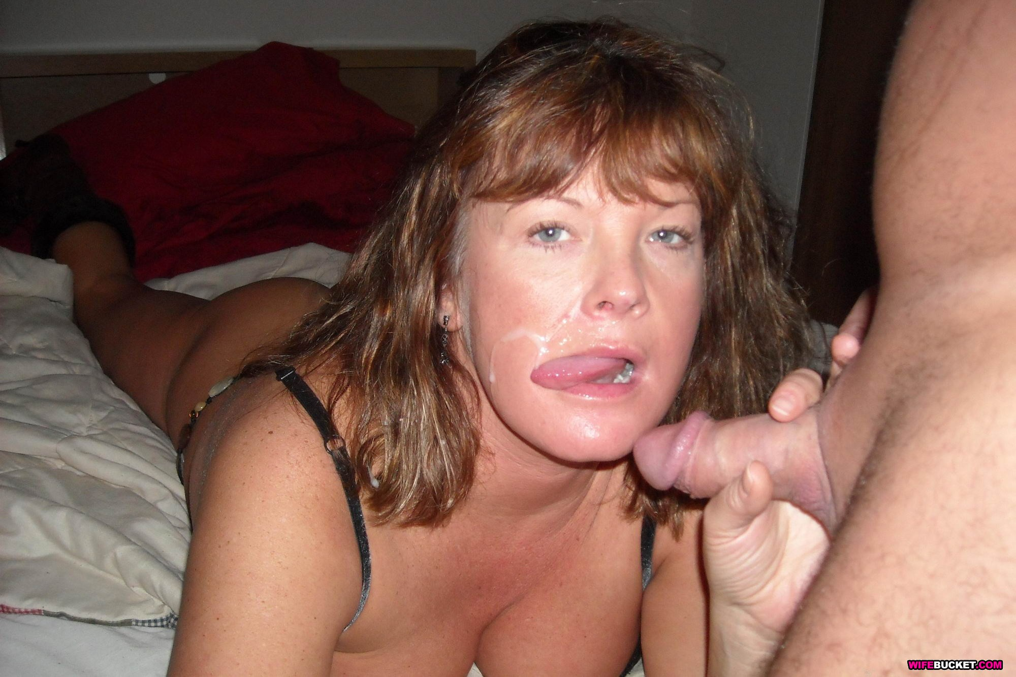 Mature mom brook playing with her shaved vagina on hd camera 1