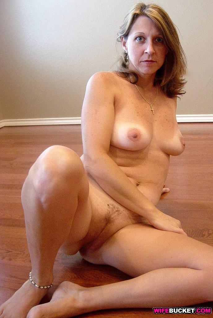 Mollige kurvige Mädchen nackt