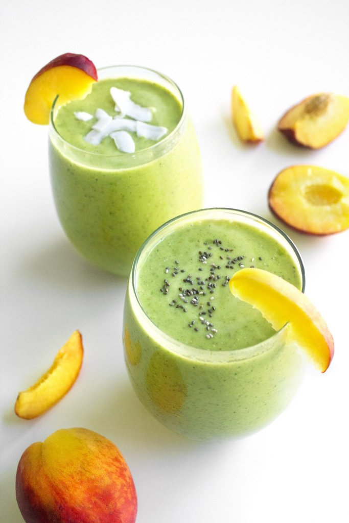 Peachy Kale Smoothie With Peach Slices