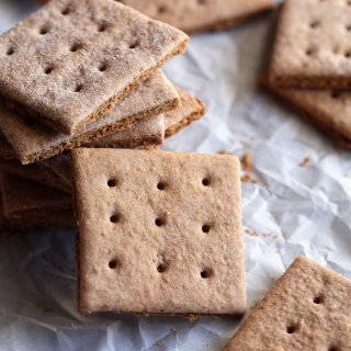 graham-crackers-on-the-table