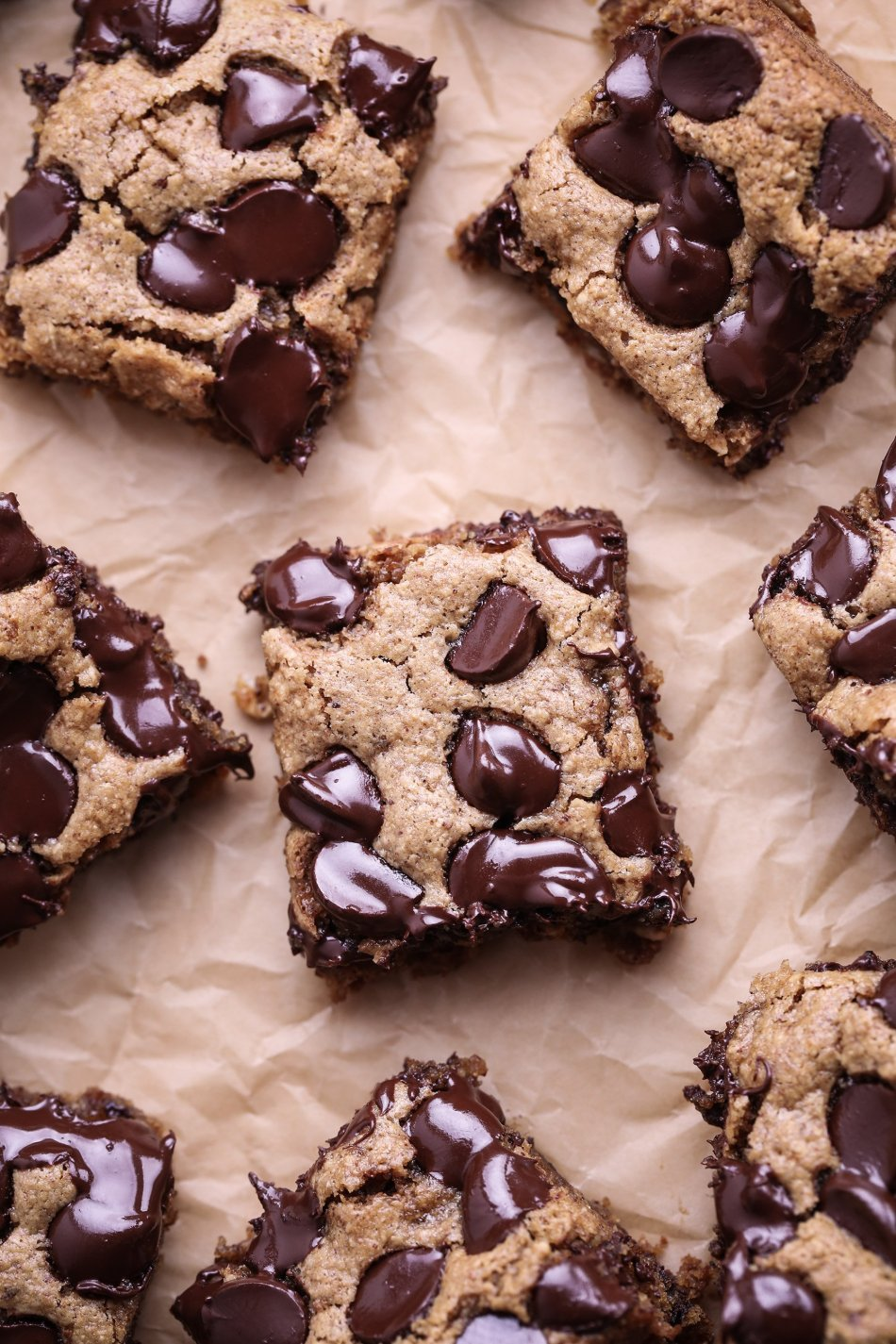 Chocolate Chip Oat Bars | Vegan and free of gluten, oil, and refined sugar.