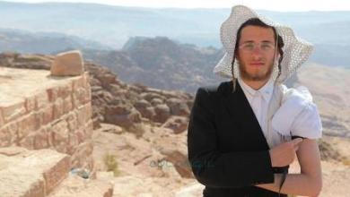 """Photo of سُيّاح """"إسرائيليّون"""" يتسبّبون بـ""""صدمةٍ"""" في الأردن بعد إقامة طُقوس دينيّة يهوديّة في صحن مدينة البترا: تحقيقات بالجُملة في عدّة وزارات ومؤسّسات.. ووزير الأوقاف يُقرّر إغلاق مقر """"النبي هارون """"صور وفيديو"""""""
