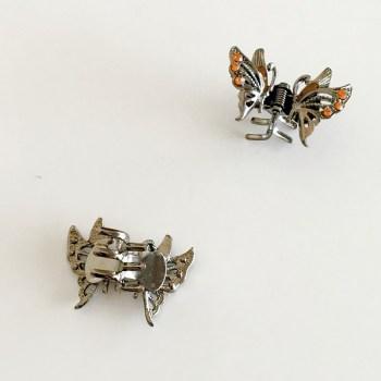 Krásny luxusný štipec do vlasov v tvare motýľa s kryštálmi. Farba- zlatá. Rozmer: 3cm