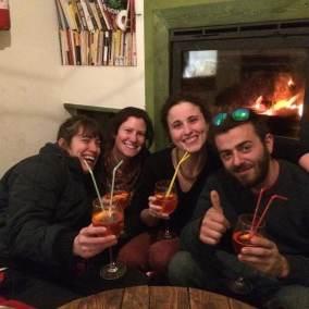 wiki-hostel-crew-2019-aileen-agnese-matteo-rosalie-fireplaceght