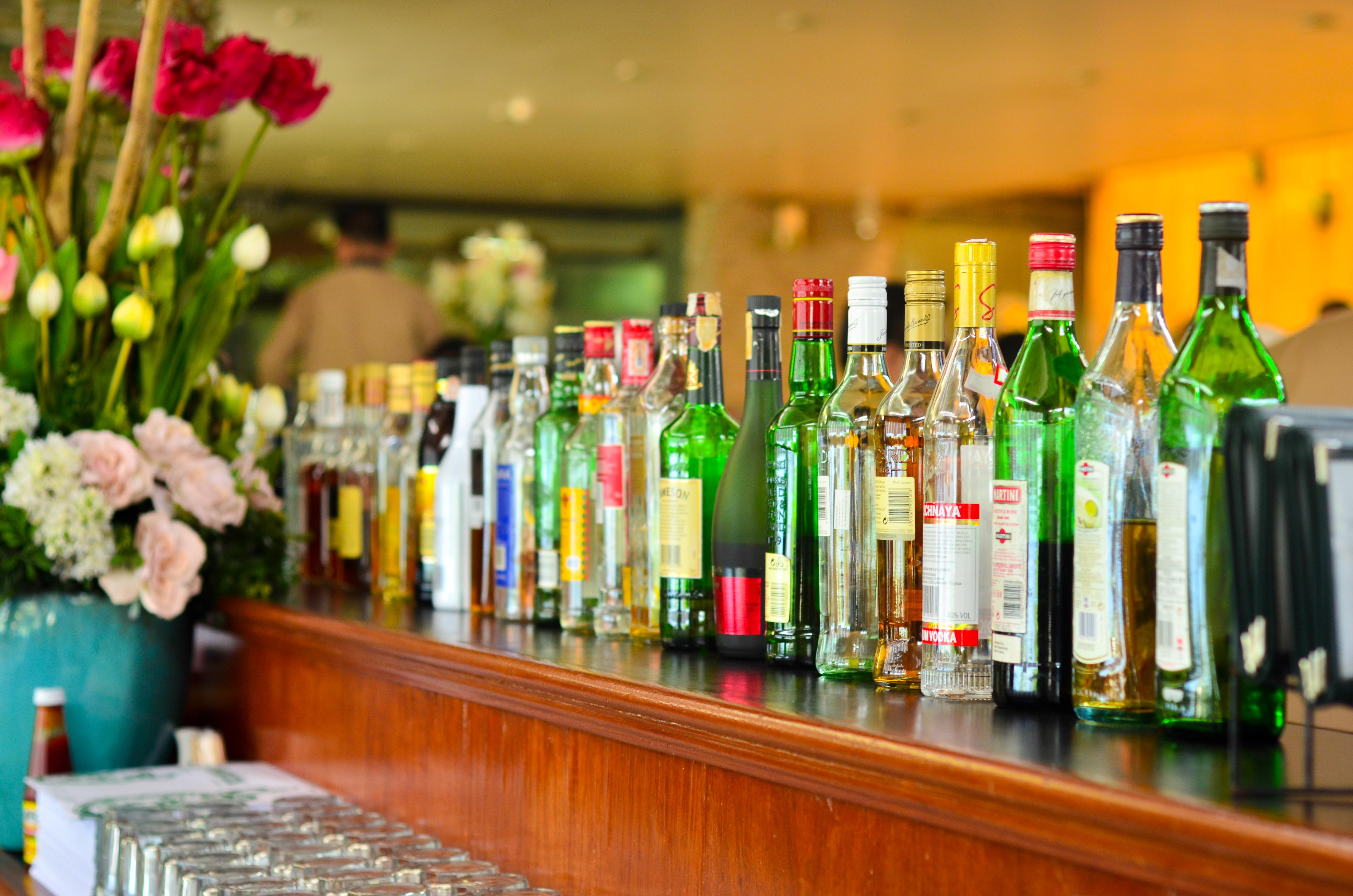 How to Decorate a Bar 10 Steps with Pictures  wikiHow