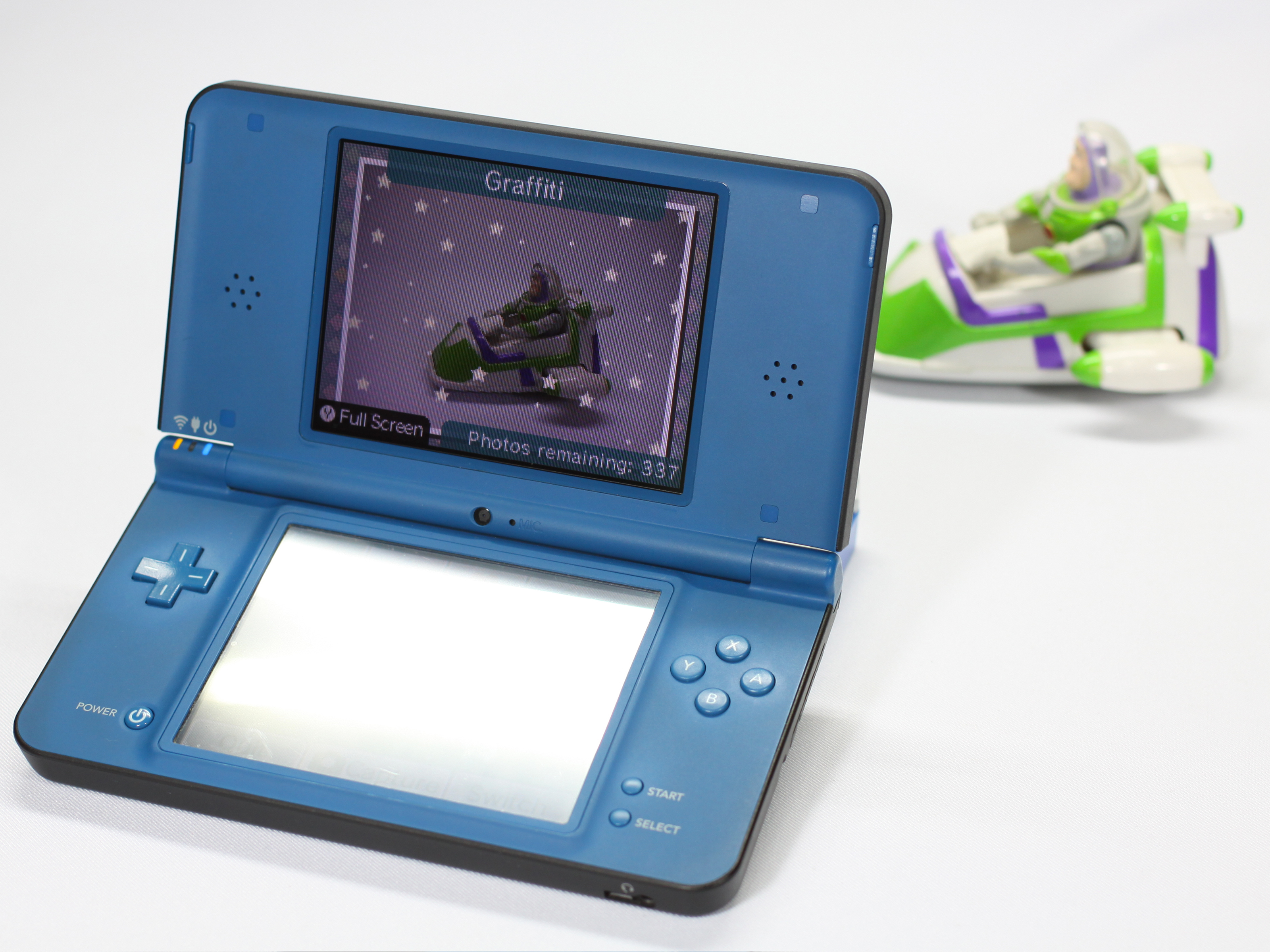How To Take A Picture On Your Nintendo DSi 9 Steps
