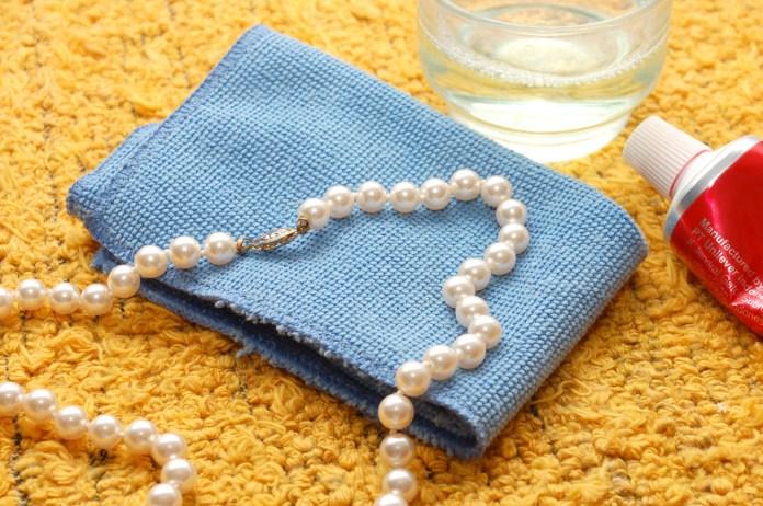 Imagini pentru how to clean pearl jewelry